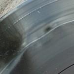 Fehler 1: Zu früh mit Pressen aufgehört. Platte muss vollständig erkaltet sein, sonst verzieht sie sich.